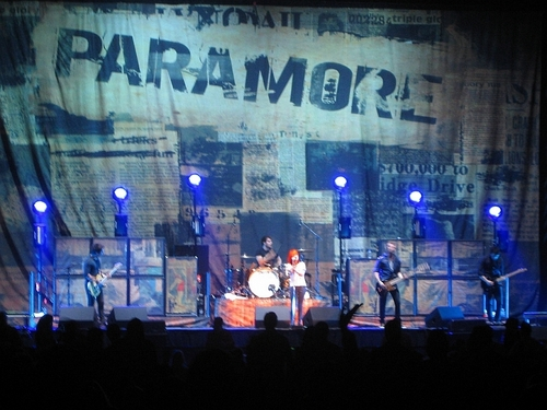 Paramore wallpaper possibly containing a concert entitled PARAMORE <3