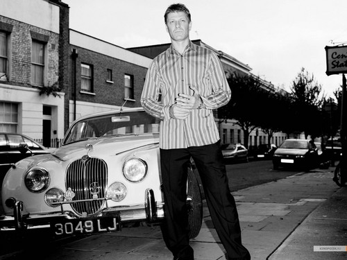 Sean Bean wallpaper with a street entitled Sean Bean