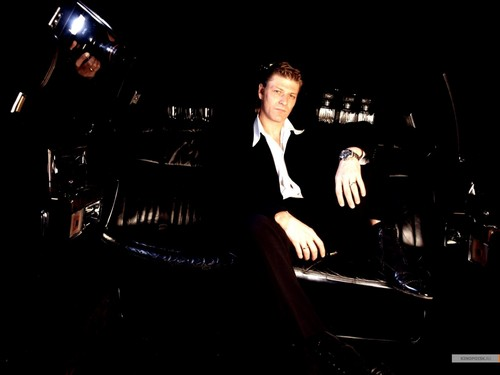 Sean Bean wallpaper containing a business suit, a dress suit, and a well dressed person entitled Sean Bean