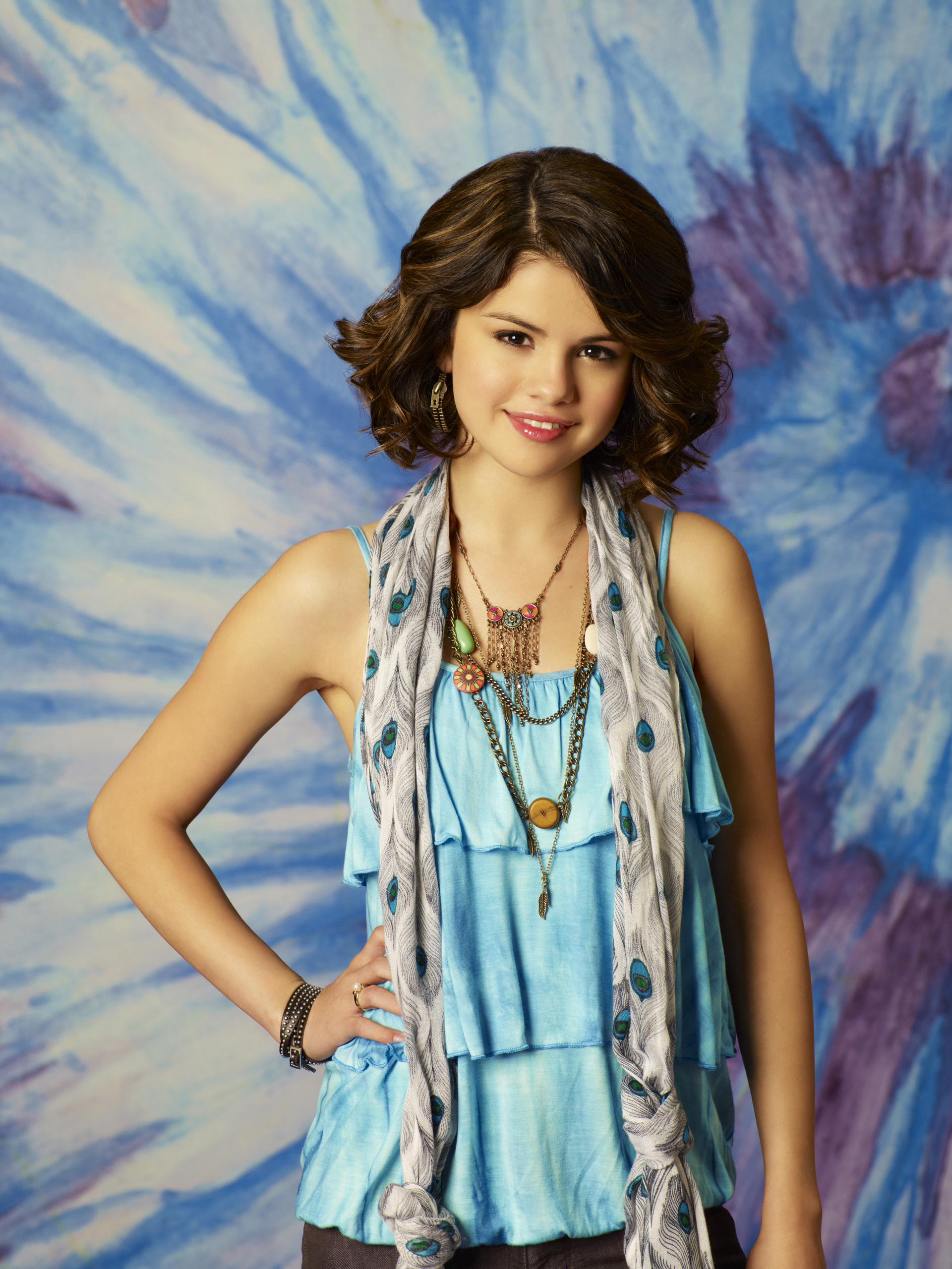 external image Selena-Gomez-Season-3-Wizards-Photoshoot-HQ-selena-gomez-8329114-1920-2560.jpg