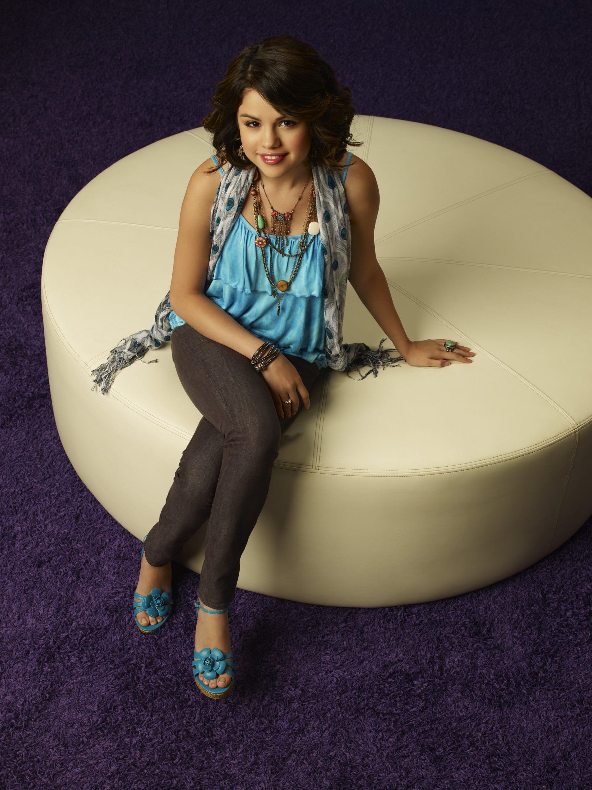 http://images2.fanpop.com/images/photos/8300000/Selena-Gomez-Season-3-Wizards-Photoshoot-HQ-selena-gomez-8329118-1920-2560.jpg