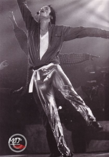 http://images2.fanpop.com/images/photos/8400000/-Gold-Pants-Dahoo-michael-jackson-8444788-419-604.jpg