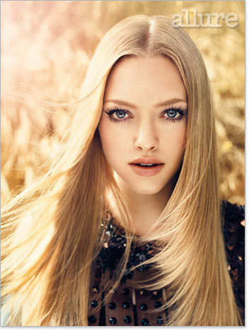 Amanda Seyfried wallpaper with a portrait called Amanda Seyfried