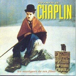 Charlie Chaplin karatasi la kupamba ukuta possibly containing anime entitled Charlie