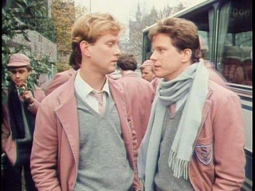 Colin Firth karatasi la kupamba ukuta titled Colin in Dutch Girls