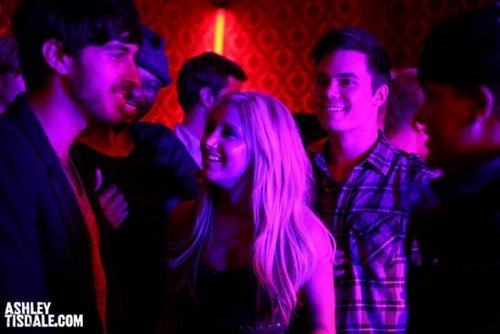 """""""Crank It Up"""" spot - Page 2 Crank-it-Up-Behind-the-Scenes-ashley-tisdale-8450881-500-334"""