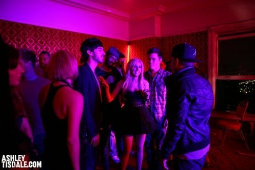 """""""Crank It Up"""" spot - Page 2 Crank-it-Up-Behind-the-Scenes-ashley-tisdale-8450883-500-334"""