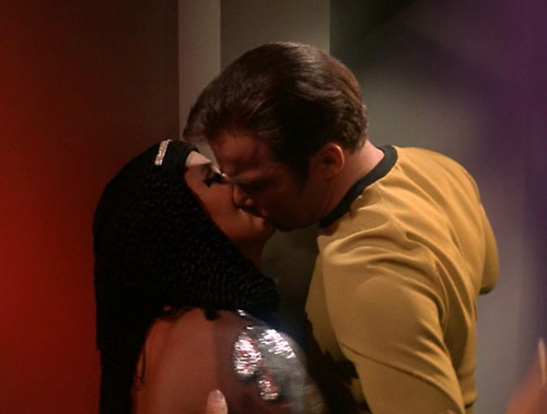 Elaan&Captain Kirk