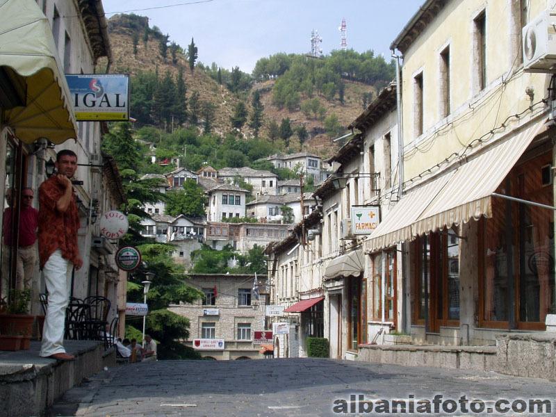 Gjirokastra-albania-8468201-800-600.jpg