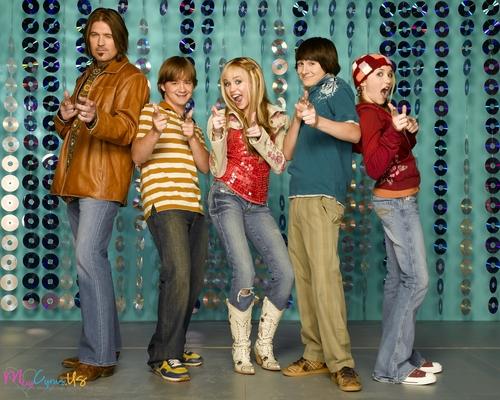Hannah Montana wallpaper possibly with a pantleg, long trousers, and slacks called Hannah Montana Season 1 Promotional Photos [HQ] <3
