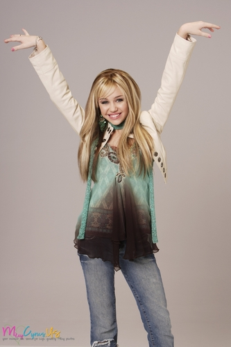Hannah Montana wallpaper possibly containing long trousers, bellbottom trousers, and a pantleg called Hannah Montana Season 1 Promotional Photos [HQ] <3