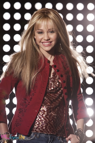 Hannah Montana wallpaper possibly containing a concert called Hannah Montana Season 1 Promotional Photos [HQ] <3
