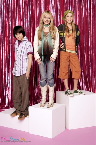Hannah Montana wallpaper containing a well dressed person called Hannah Montana Season 1 Promotional Photos [HQ] <3