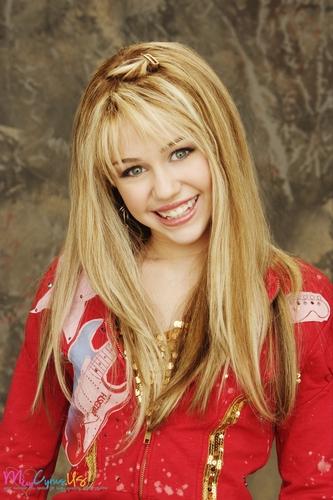 Miley Cyrus karatasi la kupamba ukuta with a portrait called Hannah Montana Season 1 Promotional picha [HQ] <3