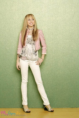 Hannah Montana wallpaper possibly containing a well dressed person titled Hannah Montana Season 2 Promotional Photos [HQ] <3