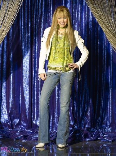 miley cyrus wallpaper possibly containing a konser entitled Hannah Montana Season 2 Promotional foto [HQ] <3