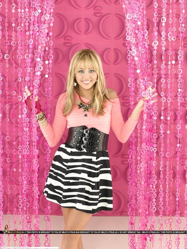 ハンナ・モンタナ 壁紙 probably containing a 噴水 entitled Hannah Montana Season 3 Promotional 写真 <3