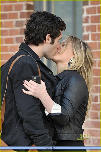 Hilary Duff & Penn Badgley: Pucker Up!