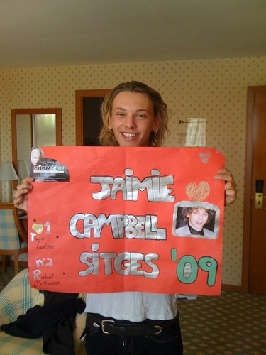 Twilight Series wallpaper probably with a sign titled Jamie Campbell Bower got fan mail