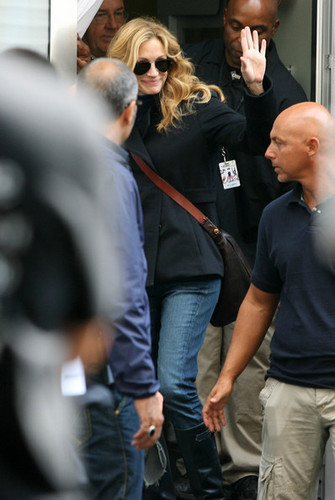 Julia Roberts filming in Naples, Italy