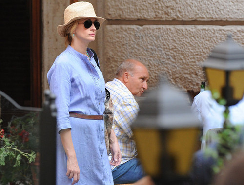 Julia Roberts filming in Rome, Italy