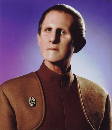 nyota Trek: Deep Space Nine karatasi la kupamba ukuta probably with a leisure wear, a short sleeve, and a sleeve entitled Odo