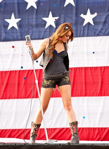 Party In The U.S.A música Video Stills [HQ] <3