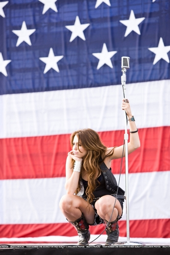 Party In The U.S.A Music Video Stills [HQ] <3