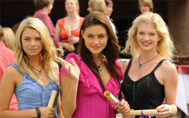 Phoebe, Cariba, Indiana - cariba-heine-and-phoebe-tonkin photo
