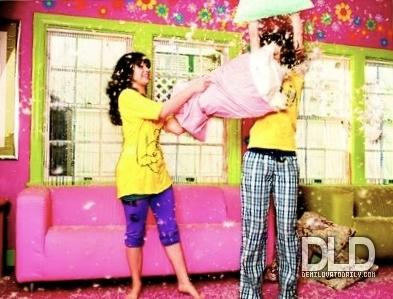 Selena Gomez and Demi Lovato wallpaper called Selena Gomez and Demi Lovato