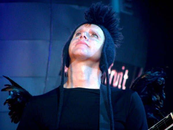 http://images2.fanpop.com/images/photos/8400000/Touring-The-Angel-martin-gore-8470308-600-452.jpg