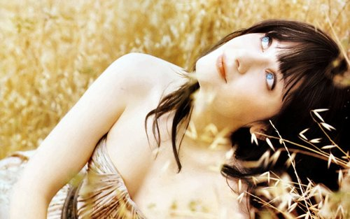Zooey Deschanel wallpaper containing a portrait entitled Zooey Deschanel Widescreen Wallpaper