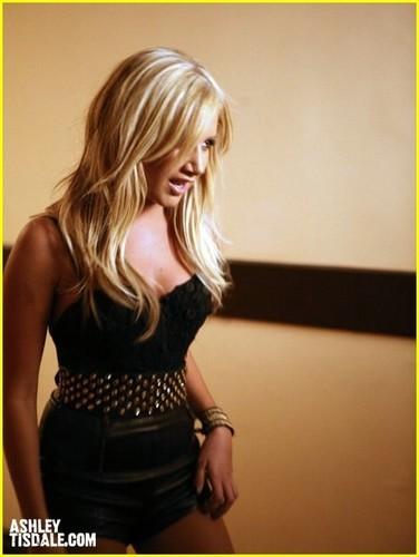 """""""Crank It Up"""" spot Ashley-tisdale-crank-it-up-ashley-tisdale-8449720-376-500"""
