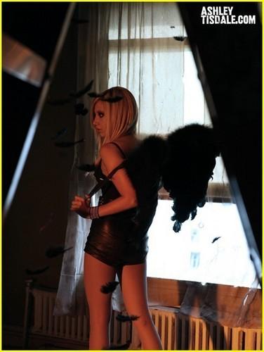"""""""Crank It Up"""" spot Ashley-tisdale-crank-it-up-ashley-tisdale-8449745-376-500"""