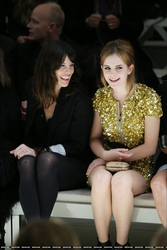 http://gallery.ewva.net/albums/otherevents/LFW09-Burberry/normal_09069113.jpg