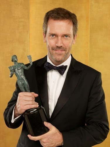 Hugh Laurie karatasi la kupamba ukuta possibly with a business suit titled hugh laurie