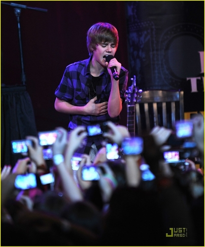 justin bieber at hard rock cafe