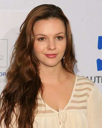 Amber Tamblyn achtergrond with a portrait entitled Autism Speaks' 7th Annual Acts Of Love Benefit