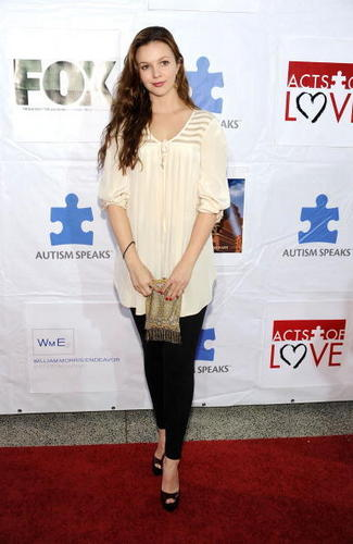 Autism Speaks' 7th Annual Acts Of 사랑 Benefit