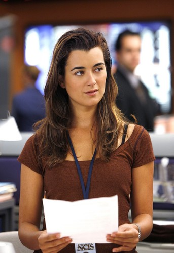 Cote on set of NCIS