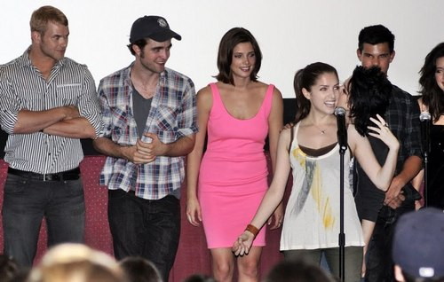 Even more new Photos from Screening Comic Con 09 (kris is lovely :))