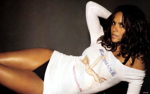 Halle Berry Widescreen 壁纸