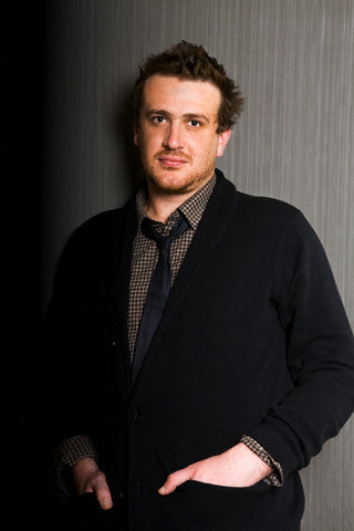 Jason Segel پیپر وال containing a business suit, a suit, and a three piece suit entitled Jason - تصویر Shoot