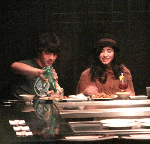 Jemi wallpaper probably with a brasserie entitled Jemi/Kanielle Double Date