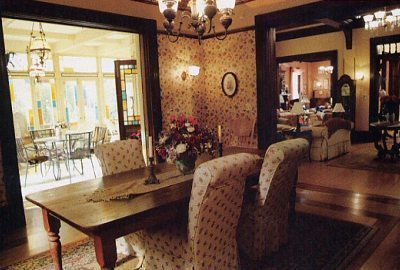 Piper Halliwell fond d'écran containing a dining room, a drawing room, and a parlor entitled Manor's dining room;)