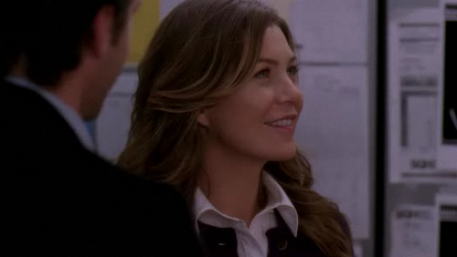 Meredith Grey karatasi la kupamba ukuta with a business suit, a well dressed person, and a portrait called Meredith Grey