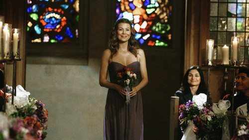 Meredith Grey karatasi la kupamba ukuta with a bridesmaid and a bouquet called Meredith Grey