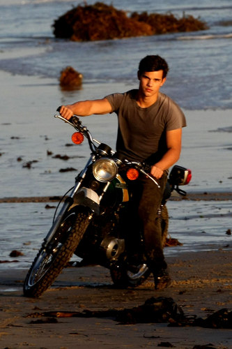 Taylor Lautner's Flippin' Hot Photo Shoot, Part 2