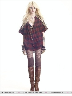 Gossip Girl Hintergrund containing a hip boot titled Taylor Momsen