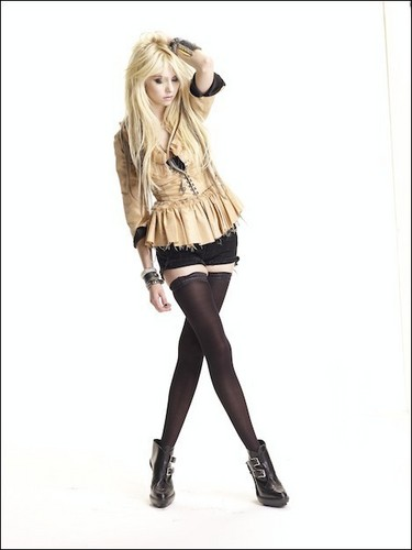 Taylor Momsen wallpaper probably containing a hip boot, a stocking, and a playsuit entitled Taylor Momsen